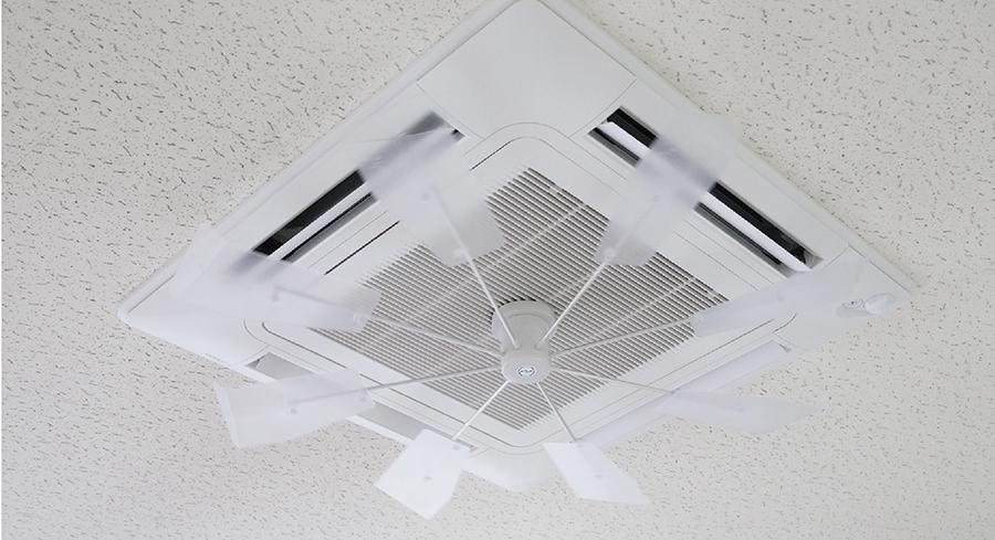 現在はハイブリットファンを設置するだけでエアコンの直撃を回避でき、体感温度差を減らし、電気代も減らすことができる。